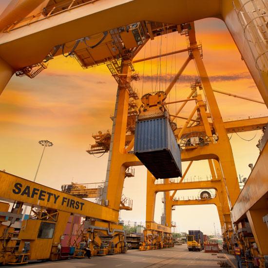 Gru portuale per container